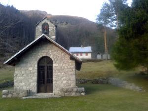 La chiesetta di Ledis e il rifugio Brigata Osoppo