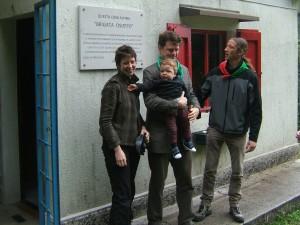 la famiglia Macpherson davanti alla Targa