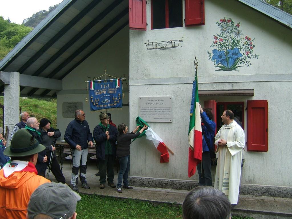La cerimonia al Rifugio brigata Osoppo
